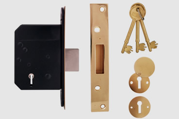 Deadlock Installation by Islington master locksmith