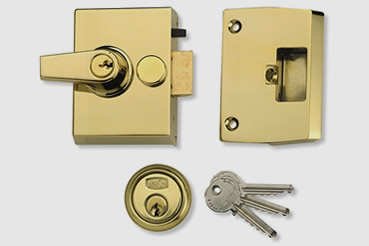 Nightlatch installation by Islington master locksmith